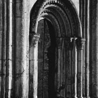 Церковь Покрова на Нерли. Западный фасад. Портал