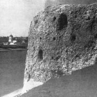 Псков. Вид на Покровскую башню, реку Великую и Мирожский монастырь