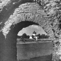 Псков. Вид через арку Покровских ворот на реку Великую и Преображенский собор XII века