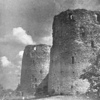 Изборск. Башни Темнушка и Вышка XIV-XV веков