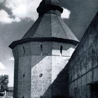 Вологда. Спасо-Прилуцкий монастырь. Северная угловая башня. 1656 г. Фото А. А. Александрова