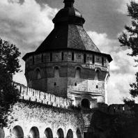 Вологда. Спасо-Прилуцкий монастырь. Восточная угловая башня. 1656 г. Фото В. В. Косточкина