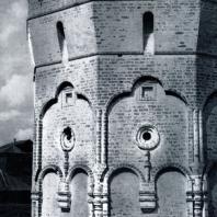Вологда. Спасо-Прилуцкий монастырь. Западная угловая башня. 1656 г. Фото В. В. Косточкина