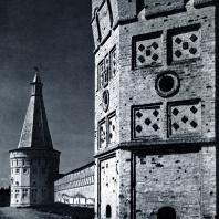 Иосифо-Волоколамский монастырь (Московская обл.). Башни Фото А. А. Александрова