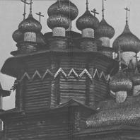 Погост Кижи. Слева направо: колокольня (1874 г.), Покровская церковь (1764 г.), Преображенская церковь (1714 г.)