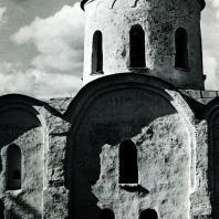 Старая Ладога. Церковь Георгия. Фрагмент южной стены с куполом. Вторая половина XII в.