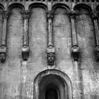 Владимир на Клязьме. Успенский собор. Фрагмент аркатурного пояса. 1158-1161