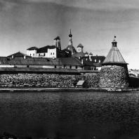 Соловецкий монастырь. Вид со стороны Святого озера. XV-XIX вв.