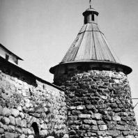 Соловецкий монастырь. Архангельская башня. XV в.