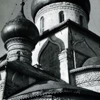 Звенигород. Саввино-Сторожевский монастырь. Рождественский собор. Вид с юго-восточной стороны. Фрагмент. 1405