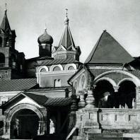 Звенигород. Саввино-Сторожевский монастырь. Крыльцо Царицыных палат. Середина XVII в.