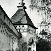 Звенигород. Саввино-Сторожевский монастырь. Оборонительная стена и Красная башня. XVII в.