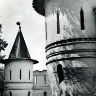 Москва. Спасо-Андроников монастырь. Часть оборони тельной стены с угловой башенкой. Вторая половина XVII в.