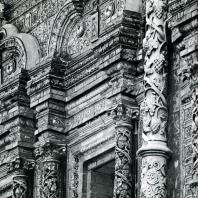 Москва. Крутицкий теремок. Майоликовая отделка главного фасада. 1694