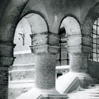 Москва. Ново-Девичий монастырь. Крыльцо Смоленского собора