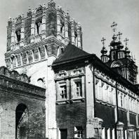 Москва. Ново-Девичий монастырь. Лопухинские палаты, Лопухинская башня и надвратная Преображенская церковь