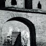 Александров. Успенский монастырь. Оборонительная стена. Вид со стороны двора. Фрагмент
