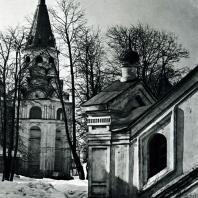 Александров. Колокольня в Успенском монастыре. XVI в.