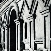 Дьяково. Церковь Иоанна Предтечи. Фрагмент фасада 1547
