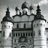 Ростов Великий. Кремль. Северные ворота и церковь Воскресения. 1670