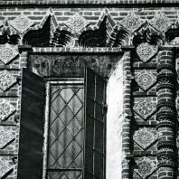 Ярославль. Церковь Иоанна Предтечи в Толчкове. Фигурная кладка наличника окна. 1671-1687