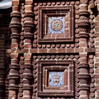 Ярославль. Церковь Иоанна Предтечи в Толчкове. Фигурная кладка боковой части крыльца. 1671-1687
