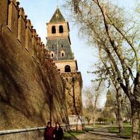 Москва. Кремлевская стена с башнями со стороны Москва-реки